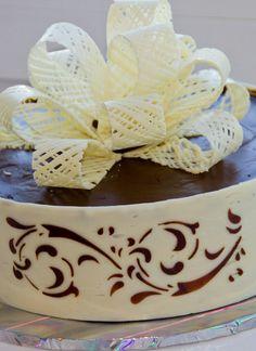 Cake Decorating Designs, Cake Decorating Techniques, Cake Designs, Cookie Decorating, Chocolate Showpiece, Chocolate Garnishes, Chocolate Desserts, Chocolate Work, Chocolate Fondant
