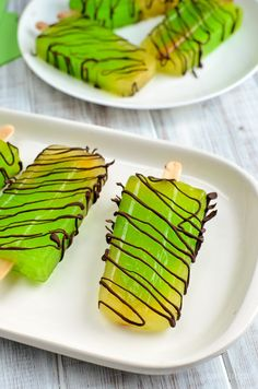 Cool down with these delicious Lime Chocolate Drizzle Popsicles With a week of scorching hot weather, I been making many different flavoured popsicles this week, in an effort to cool down, while still have a Slimming Eats, Slimming World Recipes, Slimming World Desserts, Chocolate Drizzle, Something Sweet, Kid Friendly Meals, Popsicles, Avocado Toast, Kids Meals