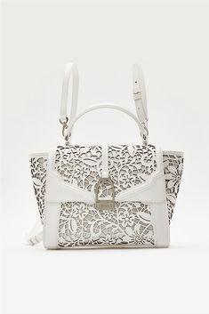adf322cc84 LA MARTINA Γυναικεία τσάντα χειρός με ιδιαίτερο σχέδιο και αφαιρούμενους  ιμάντες backpack La Martina ΠΕΡΙΓΡΑΦΗ Τσάντα