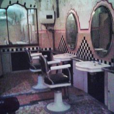 Albergo Diurno Metropolitano 1925 - Porta Venezia Milano Italy #milanodavedere #italy #italia #likeforfollow #likeforlike #like4follow #like4likes #milan #vintage #vintagestyle #liberty #old #retro #visiting #visit #bathroom #barber #pedicure #hairdresser #instagood #underground by kenrashio
