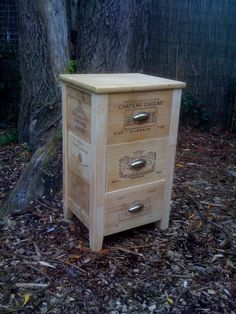 Side Table with Wine Crate Shelves Wooden Wine Boxes, Wooden Crates, Pallet Crates, Pallet Art, Crate Furniture, Recycled Furniture, Crate Crafts, Bois Diy, Wine Craft