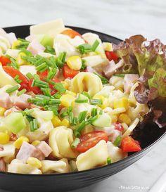 Sałatka z tortellini | AniaGotuje.pl Tortellini, Pasta Salad, Drink, Ethnic Recipes, Food, Soda, Meal, Essen, Cold Noodle Salads
