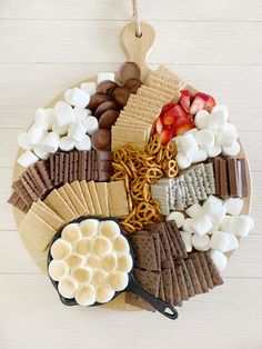 S'mores Charcuterie Board | Aubrey Swan Blog Charcuterie Recipes, Charcuterie Platter, Charcuterie And Cheese Board, Cheese Boards, Sweet Desserts, Delicious Desserts, Dessert Recipes, Yummy Food, Party Food Platters