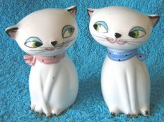 """""""The cutest pair of vintage salt and pepper shakers. These adorable little white cats are by Holt Howard and date to the I agree how adorable Vintage Jars, Vintage Love, Vintage Ceramic, Vintage Kitchen, Cocina Shabby Chic, All Things Cute, Cat Things, Salt And Pepper Set, White Cats"""