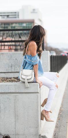 Wat is het toch fijn dat de zon steeds vaker tevoorschijn komt! We kunnen steeds meer genieten van dit heerlijke lenteweer en daar hoort een witte broek natuurlijk ook bij! Kijk voor de mooiste witte broeken in de uitverkoop op Aldoor #mode #broek #wit #lente #outift #sale #fashion #white #jeans