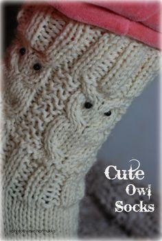 Villasukat matkalaukussa: Suloiset Pöllövillasukat (sis. ohje) Craft Projects, Projects To Try, Owl Patterns, Boot Cuffs, Marimekko, Knitting Socks, Knit Socks, Handicraft, Fingerless Gloves