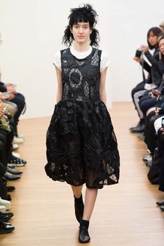 See the complete Comme des Garçons Comme des Garçons Fall 2015 Ready-to-Wear collection.