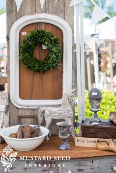 tips on styling a retail space - Miss Mustard Seed Market Displays, Store Displays, Chalkboard Pictures, Craft Booth Displays, Display Ideas, Flea Market Booth, Furniture Makeover, Dresser Makeovers, Paint Furniture