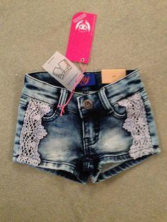 Jog jeans short met kant - Kinderkleding, jongenskleding, meisjeskleding Boefkes hippe kinderkleding voor kinderen van 2 tot 10 jaar