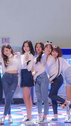 of Twice (Nayeon, Mina, Chaeyoung, Jihyo & Momo) Nayeon, Kpop Girl Groups, Korean Girl Groups, Kpop Girls, Extended Play, K Pop, Warner Music, Twice Kpop, Dahyun