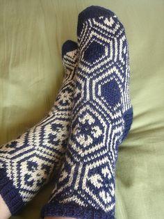 Ravelry: Kikko Hanabishi Socks (Archived) pattern by Izumi Ouchi Knitting Charts, Knitting Socks, Knitting Designs, Knitting Projects, Knitting Patterns Free, Free Pattern, Wool Socks, Knitting Accessories, Vintage Knitting