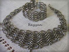 Schema     MATERIALE:   sfere schiacciate 4 mm   rocailles   filo nylon   aghi     Fonte: http://muhabbetsofrasi.blogspot.com.ar/
