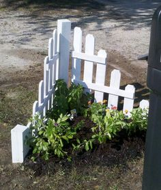 A little garden behind the mailbox.  We made this using leftover pallet boards.  We planted lantanna and periwinkle in there.