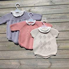 En smurfeprinsesse's garderobe blir til #littlemarys #littleevelyns #littleedithsknits @littleedithsknit #babystrikk#strikktilbaby #strikktilbarn #strikktiljente #knitforkid #knitinspo123 #knitting #strikking #strik #sticka #børnestrik