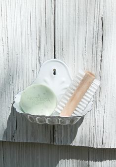 How To Make a Cute Outdoor Foot Washing Station. Looking to change up your backyard? Check out this fun tutorial! #cottage #decor #outdoors #caragarden >>> caragarden.com Cottage Garden Design, Home And Garden, Angelica Herb, Garden Inspiration, Garden Ideas, Irish Cottage, Veggie Patch, Backyard For Kids, Back Patio