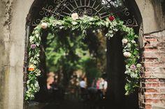 Welcome Garland Wedding  Alder Manor Wedding   Florals: Fleur de Ferme  Photography: Jen Sosa