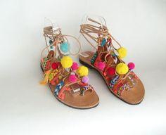 SANDALIAS DE CUERO POR MAYOR DE BOHO 10 PARES Por favor agregue una nota con los tamaños que usted desea comprar  Estas sandalias de cuero envuelto 350€