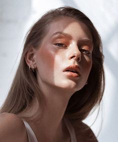 Peach eyeshadow and glossy lids #cartonmagazine