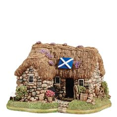 L2877 Culloden Cottage (Heilan Hame)- Culloden Cottage, Scotland. Standing at the famous Culloden Battlefield and Visitor Centre, this traditional Scottish croft has come to symbolise the end of an era in Scottish Highland clan cultural history #madeinbritain #lilliputlane #enesco