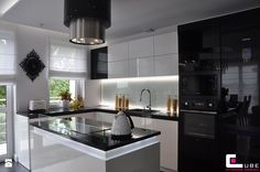 czarno-biała Kitchen Ideas New House, Kitchen On A Budget, Contemporary Kitchen Design, Modern House Design, Kitchen Tiles, Kitchen Dining, Living Room And Dining Room Design, White Kitchen Appliances, Small Space Kitchen
