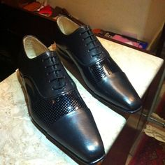 Black men Oxford shoes handmade and custom grade made from premium quality Italian cowhide with patent detail for party wear #barismil #saltoro #shoes #shoegasm #shoeporn #shoeoftheday #mensfashion #mens #menstyle #menswear #menshoes #custommade #bespoke #bespokeshoes #instagood #instadaily #instashoes #etsy #etsyshop #etsyseller #leather #italianleather #handmade #handcrafted