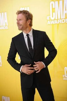 Dierks Bentley at the 2012 CMA Awards