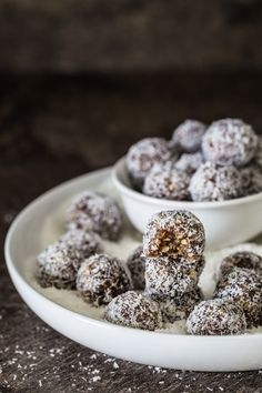 Coconut date bites | Eat Good 4 Life Gluten free, vegan and healthy, Done in just 15 minutes. Clean and tasty!