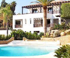 Jardim translation missing: br. Layouts Casa, House Layouts, Villa, Furniture Plans, Beautiful World, Living Room Designs, Bungalow, Pergola, Sweet Home