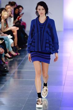 Some of favorite trends highlighted during the London Fashion Week 2014 includes the combination of black and navy, the comeback of crisp white and blue as the new black. Description from en.paperblog.com. I searched for this on bing.com/images