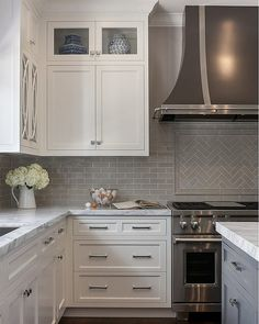 """6,193 Likes, 72 Comments - Home Bunch (@homebunch) on Instagram: """"Featured on Home Bunch: #WhiteKitchen with #GreyBacksplash. Classic, chic and timeless! See more…"""""""