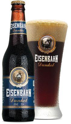 cerveja-Eisenbahn-Dunkel-e-copo-gelada-escura-preta-angeloni.jpg 505×886 pixels