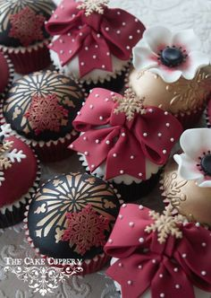 Black & White, Maroon & Gold Cupcakes