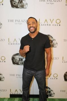 Rashad Evans hosted Lavo Casino Club's football viewing party this past Sunday afternoon, December 13. The UFC star was joined by friends and enjoyed appetizers and LAVO's famed Oreo Zeppole dessert while watching the games on Dec 13, 2015