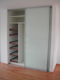 Schrank in Nische hallway closet organization Foyer Design, House Design, Hallway Closet, Ikea, Wardrobe Design Bedroom, Hallway Decorating, Decorating Ideas, Minimalist Bedroom, Cupboard