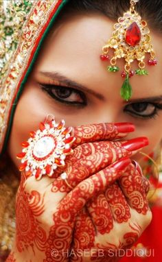 Indian wedding| Indian bride| Mehndi Henna #Desi #Bride Check out more desings at: http://www.mehndiequalshenna.com/