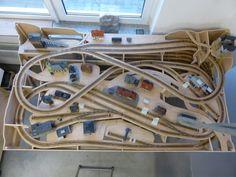 N Scale Train Layout, Ho Train Layouts, N Scale Model Trains, Scale Models, Lego Track, Train Info, Train Miniature, Model Railway Track Plans, Ho Slot Cars