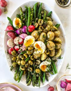 This spring version of the nicoise salad is loaded with crunchy green beans and asparagus, gorgeous radishes, tender potatoes and salty olives. Green Bean Salads, Green Beans, Healthy Salads, Healthy Recipes, Healthy Eating, Spring Salad, Spring Food, Summer Salads, Pickled Radishes