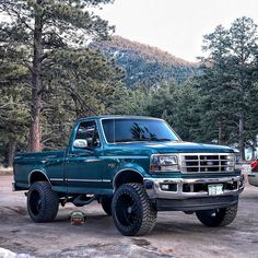 Classic Lifted Ford - Ideas for Upgrades. Blue Lifted Ford with custom modifications, Chevy Trucks Older, Old Pickup Trucks, Lifted Chevy Trucks, Lifted Ford Trucks, 4x4 Trucks, Custom Trucks, Ford F150 Custom, Ford Obs, Suv For Sale