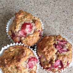 Start your day with these delightful, flavorful strawberry oatmeal muffins! Strawberry Oatmeal Muffins, Strawberry Muffin Recipes, Oat Muffins, Healthy Muffins, Blue Berry Muffins, Blueberries Muffins, Strawberry Cheesecake, Muffins Sains, Bowls