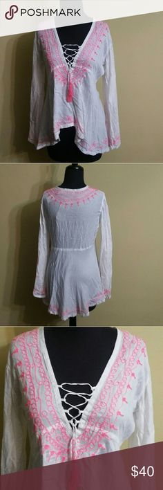 Vintage Havana Blouse Vintage Havana White and neon pink fitted tunic with shoe strings tie in the front. This leaves have slits in them and it's very light and flowy. Nice top to wear on a cool summer evening. It is new with the tag. Vintage Havana Tops Blouses