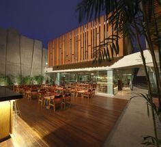 Restaurante Pescados Capitales / GonzalezMoix