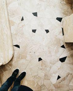 Wonderful floor pattern at Villa Necchi.  #bathroom #onyx #black #marble #milano