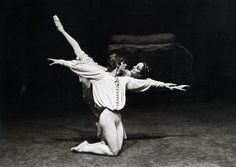Mikhail Baryshnikov and Merle Park with Royal Ballet in 'Romeo and Juliet' (choreography by Kenneth MacMillan, music by Serge Prokofiev). First performed by Baryshnikov in London, October 22, 1975