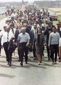 Martin Luther King Jr Coretta Scott King on the five-day march to Montgomery, Alabama, March 1965 Martin Luther King, Coretta Scott King, Black History Facts, Black History Month, Black Power, Kings & Queens, By Any Means Necessary, Civil Rights Movement, We Are The World