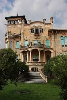 Art Nouveau Architecture, Beautiful Architecture, Beautiful Buildings, Beautiful Ruins, Beautiful Homes, Beautiful Places, Old Mansions, Abandoned Mansions, Old Buildings
