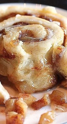Apple Pie Cinnamon Rolls (apple desserts, breakfast recipes) mom would love these! Apple Desserts, Köstliche Desserts, Apple Recipes, Fall Recipes, Sweet Recipes, Baking Recipes, Apple Fritter Recipes, Food Deserts, Diabetic Dessert Recipes