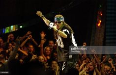 Axl Rose performs at the 2002 MTV Video Music Awards