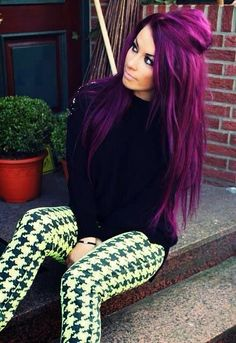 How to Color Your Hair Using Purple Hair Dye - Cabelo colorist - cabelo roxo - cabelo lindo Dyed Hair Purple, Hair Color Purple, Color Your Hair, Hair Colours, Violet Hair, Pink Hair, Purple Ombre, How To Dye Brown Hair Purple, Loreal Hi Color Magenta