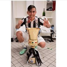 La Joya e la coppa Italia Juventus Fc, My King, Soccer, Football, Wallpapers, Instagram, Champs, Jewel, Argentina