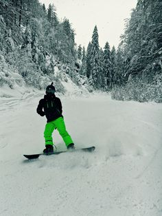 Into the Woods! #snowboarding #action #wintersport #snow #pow #woods